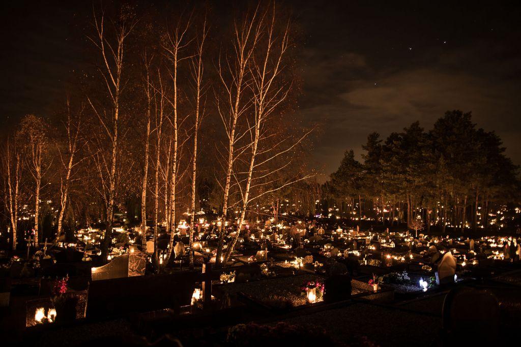 Naktinės kapinių nuotraukos